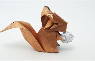 Una chinchilla de papel para hacer origamis con divertidas formas.