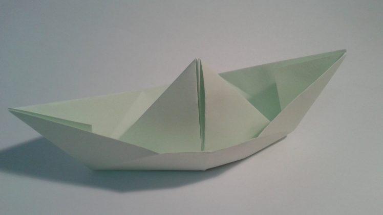 Barquito de papel, origami clásico fácil para principiantes.